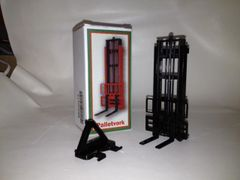 BECO012 Bevro Forklift Attachment Black 1:32 Scale