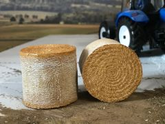 2 x Realistic Round Straw Bales 1:32 scale by AT-Collections ADF32501