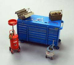 Garage/Workshop Toolbox/Equipment 1:32/1:35 scale by Plusmodel PLM497