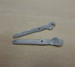 2 x Tractor Lift Link Arms 1:32 Scale by Artisan 32 20905/04117-3