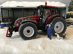 Valtra T191 Christmas Edition Tractor 1:32 Scale by Siku V42601530