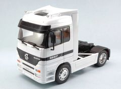 Mercedes-Benz Actros 4x2 White Truck Tractor Unit White 1:32 Scale by Welly