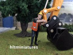 Worker Connecting Chain Farm/Construction Figure 1:32 Scale AT-Collections (Cat. No. 32144)