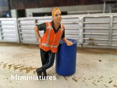 Worker Leaning Farm/Construction Figure 1:32 Scale AT-Collections (Cat. No. 32147)