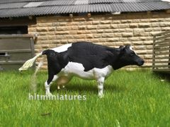 Holstein Cow 'Weeing or Giving Birth' (Unpainted Resin Casting) 1:32 Scale by HLT Miniatures FAB05