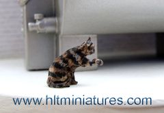 Cat with Paw Outstretched Black/Ginger/Tortoiseshell 1:32 Scale by HLT Miniatures WMA03