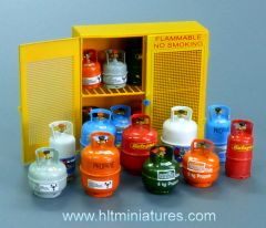 Gas Bottles and Cabinet 1:32/1:35 scale by Plusmodel PLM518