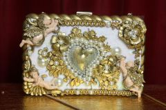 2490 Total Baroque Cherubs Gold Heart Embellished Clutch