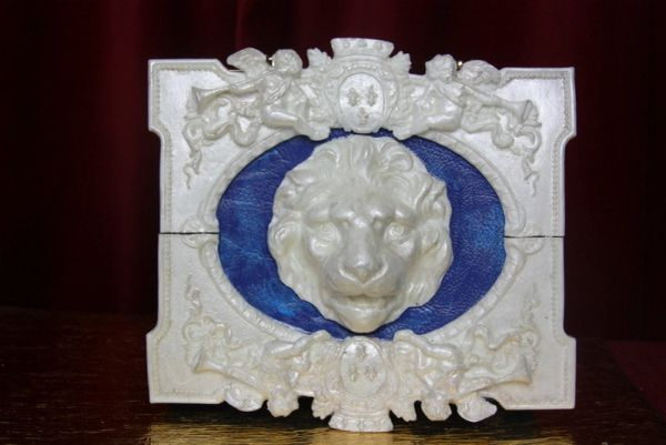3124 Total Baroque Medieval White Pearlish Lion Cherubs Handbag Crossbody
