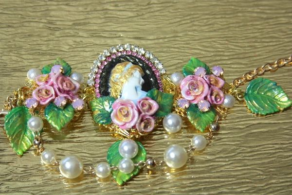 3263 Vintage Hand Painted Cameo Roses Pearl Bracelet