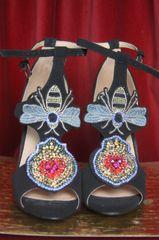 SOLD! 3299 Embellished HEart Appliqe Bee Black Sandals Heels Us10