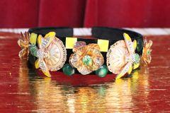 5260 Baroque Elegant Gold Enamel Bee Flower Headband