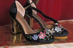 5732 Baroque Rhinestone Flowers Embellished Velvet Shoes US9