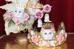 6077 Baroque Hand Painted 3 D Effect Lady Cat Roses Crown
