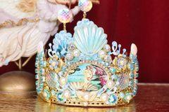SOLD! 6118 Set Of Stunning Birth Of Venus Cameo Crown + Earrings