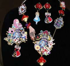 6263 Set Of Alice In Wonderland Adorable Necklace+ Earrings