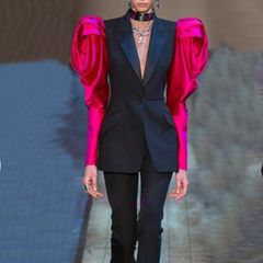 6475 Runway 2019 Exaggerated Rose Sleeve Sleek Black Blazer