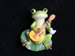 6602 Art Jewelry 3D Effect Adorable Frog Guitar Massive Brooch