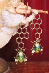 6765 Baroque Honey Comb Enamel Bee Earrings