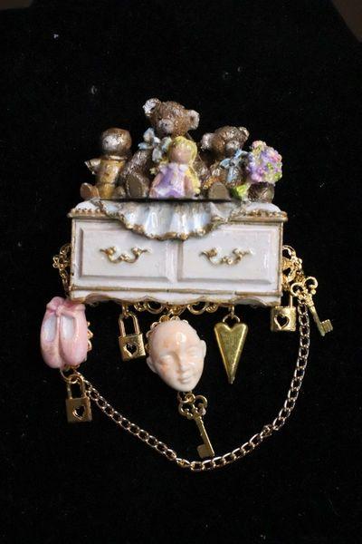 6865 Art Jewelry 3D Effect Lulu's Secret Closet Brooch