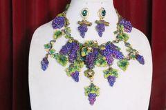 7070 Set Of Art Nouveau Hand Painted Vivid Grapes Bee Necklace+ Earrings