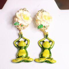 7538 Namaste Adorable Frogs Enamel Studs Earrings