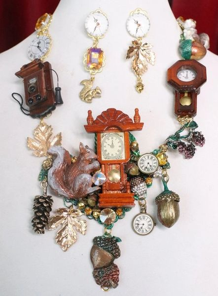 7636 Set Of Art Jewelry 3D Effect Squirrel Clock Oak Necklace+ Earrings