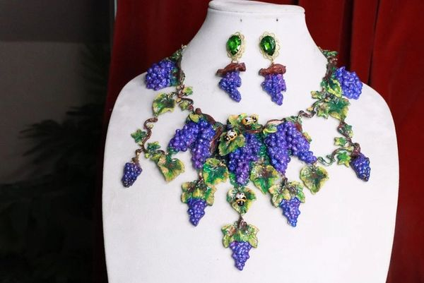 7657 Set Of Art Nouveau Hand Painted Vivid Grapes Bee Necklace+ Earrings