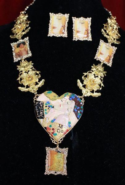 SOLD! 7736Set Of Gustav Klimt Carved Heart Frames Necklace+ Earrings