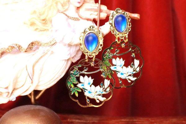 7760 Enamel Asian Style Leaf Super Light Weight Earrings Studs