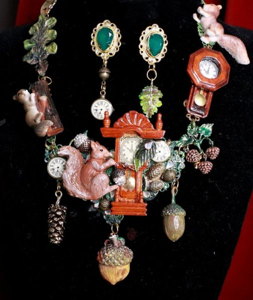 7795 Set Of Art Jewelry 3D Effect Squirrel Clock Oak Necklace+ Earrings