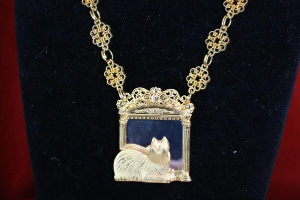 7804 Baroque Gold Tone Cat In A Mirror Elegant Pendant Necklace