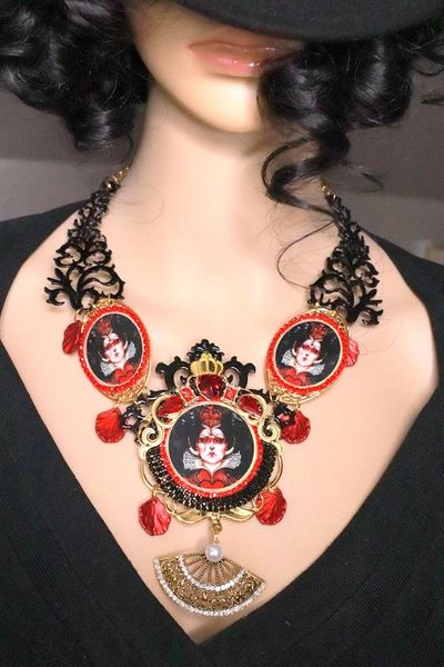 7956 Set Of Bloody Queen Of Hearts Halloween Cameo Necklace+ Earrings