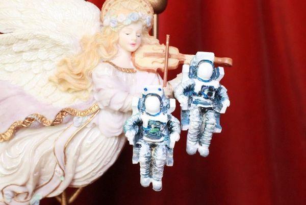 8048 Celestial 3D Effect Astronauts Unusual Light Weight Earrings
