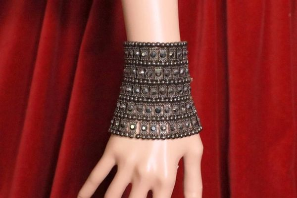 8152 Gothic Black Stretch Bracelet