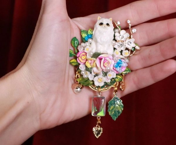 8179 Baroque Art Jewelry 3D Effect Lady-cat Mouse Brooch