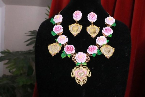 8234 Set Of Baroque Sacred Heart Pale Roses Statement Necklace+ Earrings