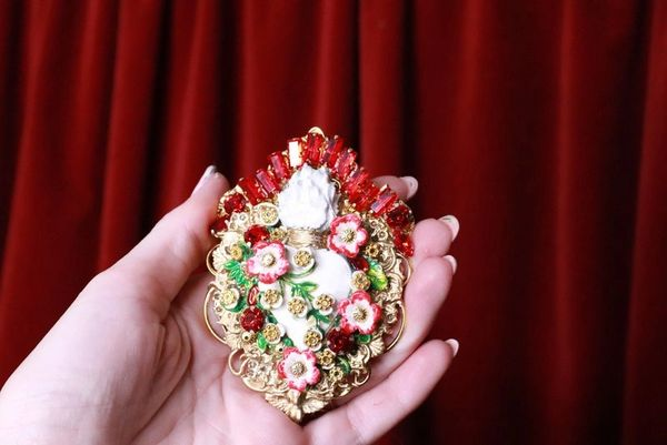 8257 Runway Baroque White Sacred Heart Brooch