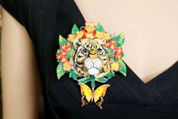 SOLD! 8292 Baroque 3D Effect Hand Painted Vivid Tiger Mom's Love Unique Brooch