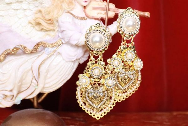 8336 Baroque Sacred Heart Pearl Light Weight Earrings