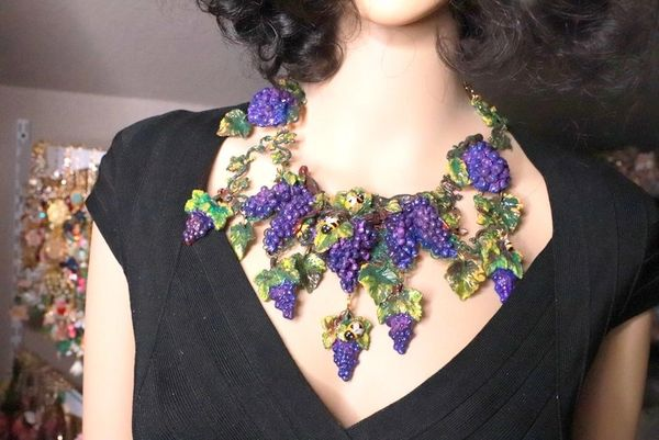 SOLD! 8342 Set Of Art Nouveau Hand Painted Vivid Grapes Bee Necklace+ Earrings