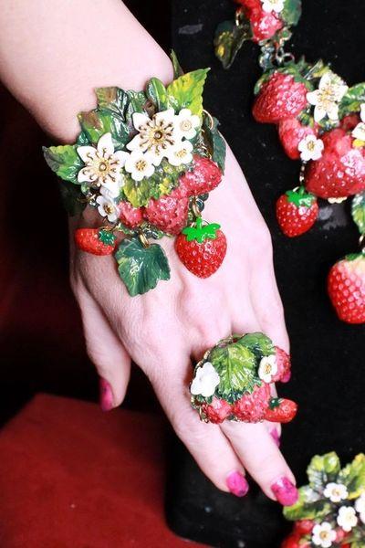 8384 Art Jewelry Vivid Strawberry 3D Effect Bracelet
