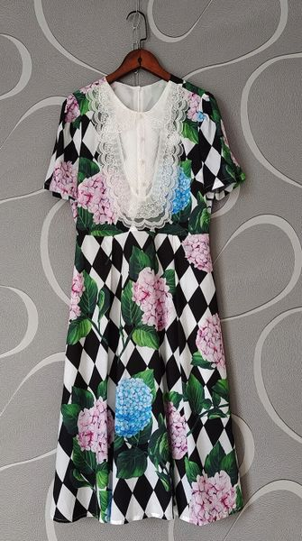 8406 Runway 2021 Baroque Hydrangea Check Print Midi Dress