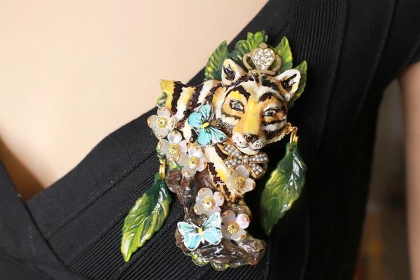 8494 Baroque 3D Effect Hand Painted Vivid Tiger Mom's Love Unique Brooch