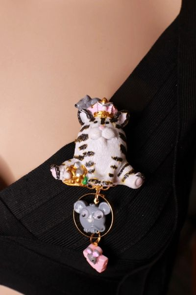 8533 Art Jewelry Hand Painted Adorable Cat Mize Animal Brooch