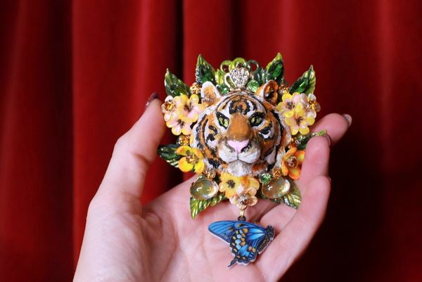 8540 Baroque 3D Effect Hand Painted Vivid Tiger Mom's Love Unique Brooch