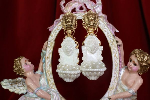 8549 Baroque Lion Fountain With Pearls Earrings