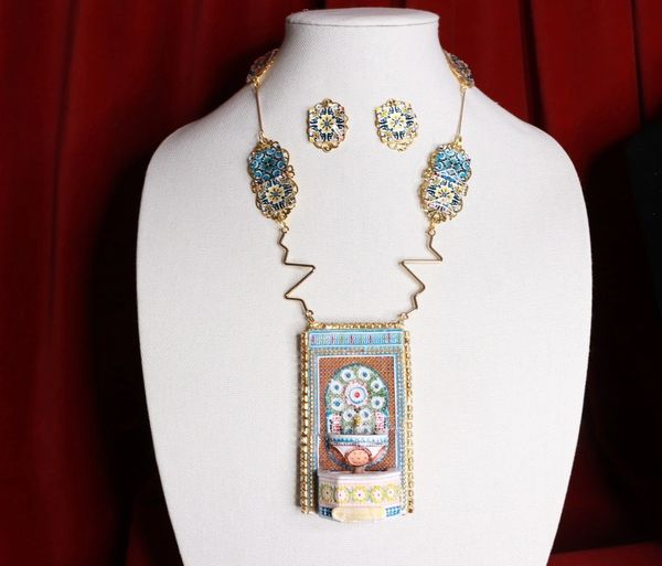 8561 Set Of 3D Effect Fountain Tile Necklace+ Earrings
