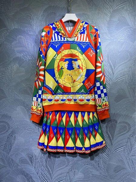 8579 Runway 2021 Baroque Knights Print Hoodie+ Pleated Skirt Twinset