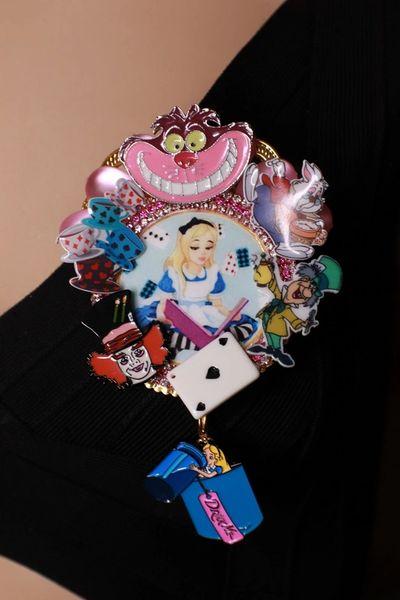 8593 Alice In Wonderland Enamel Details Brooch
